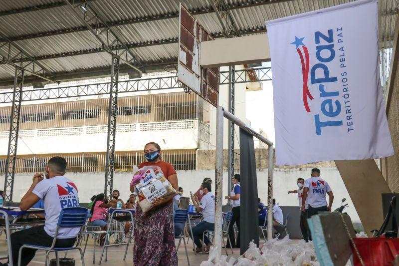 Famílias cadastradas no TerPaz recebem alimentos por três meses consecutivos. A entrega iniciou em abril e seguirá até junho.