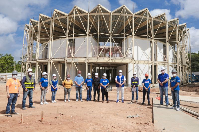 Moradores do bairro Icuí-Guajará e representantes da Diretoria das UsiPaz em visita às obras da 'Usina', no município de Ananindeua