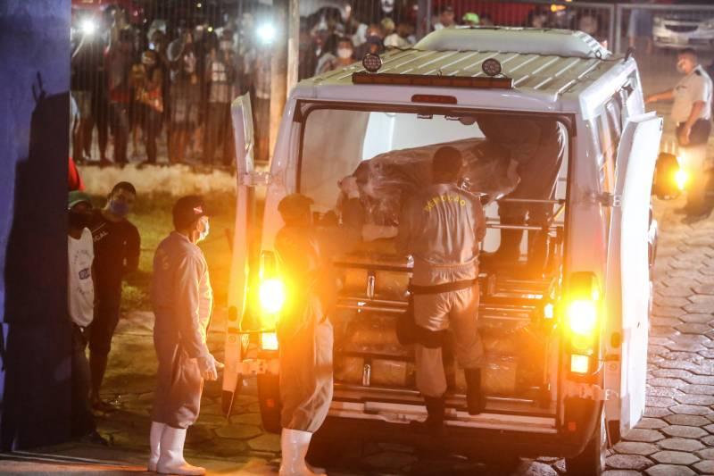 Corpos de paraenses chegam a Belém em voo fretado