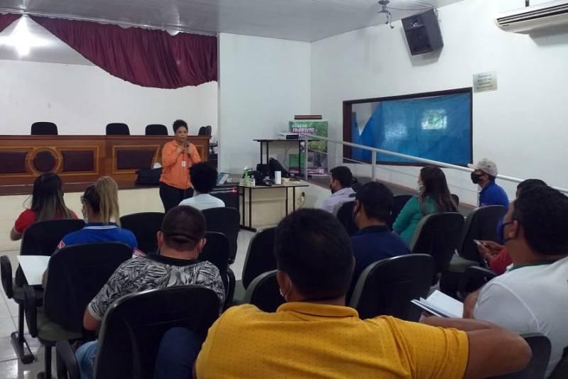Servidores da Agência abordaram a implementação da GTV Açaí com representantes de associações e técnicos da área
