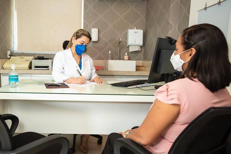 A médica Deise Nunes alerta para os hábitos que podem levar à formação de tumores de cabeça e pescoço