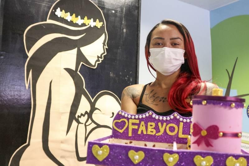 Presente da mãe Maria Cristina para a pequena Fabyolla