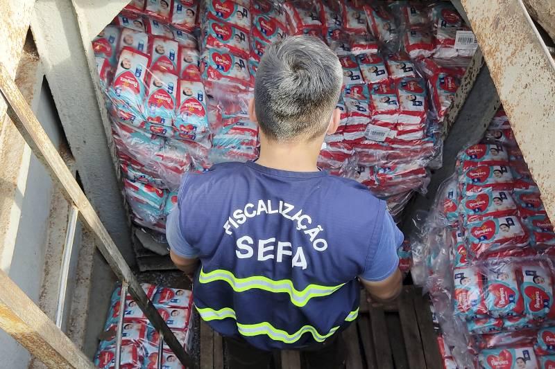 Fiscais da Sefa encontraram as mercadorias ilegais no porão da embarcação
