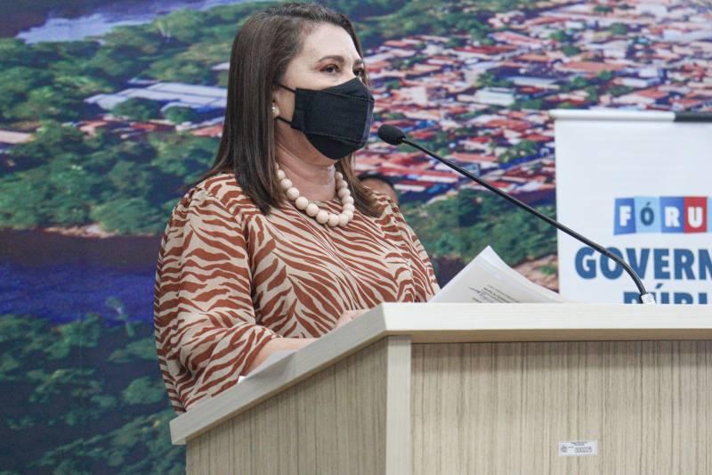 Evanilza Marinho, diretora-geral da EGPA, destacou a importância dos temas abordados nos cursos