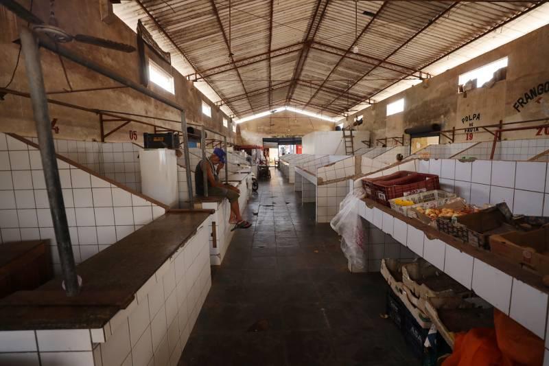 """O Mercado Municipal """"Joel Nunes"""" será reestruturado da cobertura aos boxes dos feirantes,"""