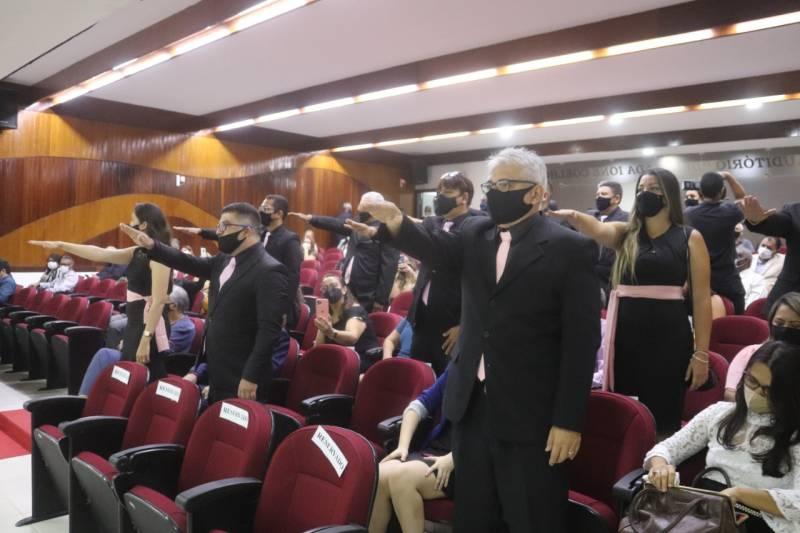 Solenidade de formatura dos novos policiais no auditório da Delegacia-Geral de Polícia Civil