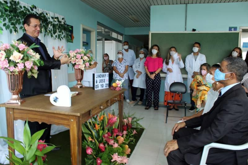 O casamento tão esperado foi organizado por servidores do HC e celebrado por um pastor