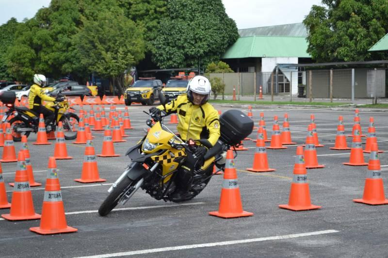 O trabalho dos motociclistas batedores exige habilidade, técnica e precisão