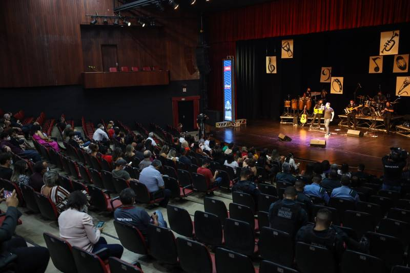 A grande final do Festival Canta Servidor ocorreu no palco do Teatro Margarida Schivasappa