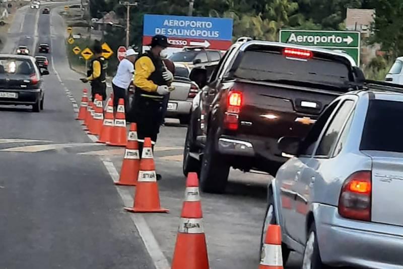 Fiscalização no acesso a Salinópolis, um dos municípios mais procurados no feriado prolongado