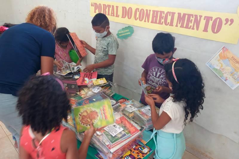 Crianças do Assentamento Abril Vermelho em meio ao mundo da cultura, da criatividade, da livre imaginação