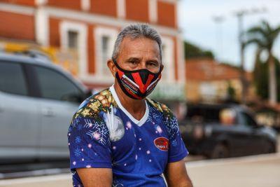 O morador Éder Veiga destaca as vantagens da obra