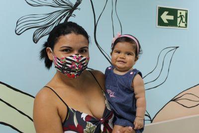 Andreia com a filha Anna Luiza Oliveira, que passará por cirurgia