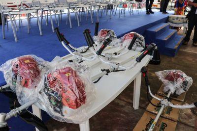O Pará Rural e a Secretaria Municipal de Agricultura de Marapanim já entregaram 35 roçadeiras aos produtores