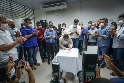O presidente do Banpará, Braselino Assunção, na assinatura do acordo de financiamento